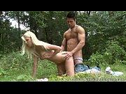 Loirinha sensual dando no mato