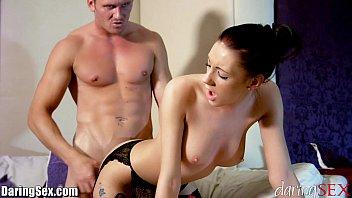 Morena sexy transando em filme porno HD