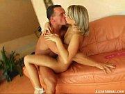 Filme de sexo com loira gostosa metendo no sofá