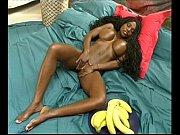 Negra Feline Wood masturbando gostoso