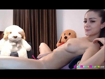 Novinha linda masturbando e gozando muito