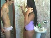 Porno Grátis de Jovem Pegando a Prima Novinha no Banheiro