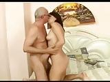 Tio Lembe o Cuzinho da Sobrinha e Faz Sexo Anal com Ela