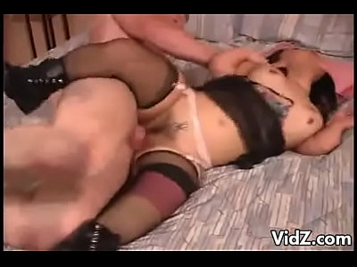 Homem fodendo duas anãs