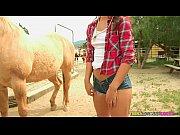 Sexo na fazenda com novinha gostosa