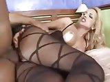 Porno brasileiro com uma loira bunduda cavalgando
