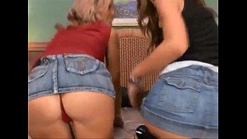 Porno nacional com Tia e Sobrinha transando com o mesmo cara