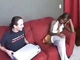 Mulata gostosinha fudendo no sofá