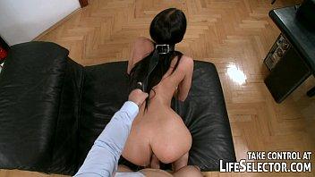 Morena sensual fodendo de quatro