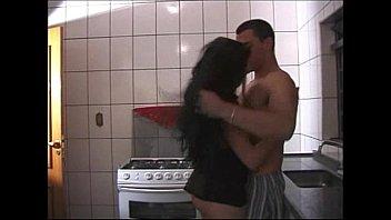 Sexo na cozinha com a brasileirinha excitada