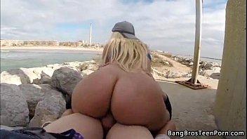 Sexo público com a bunduda que adora se exibir