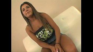 Novinha linda e safada gravando cena porno dando a bucetinha