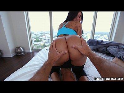 Moreninha com tesão no porno amador grátis
