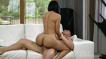 Sexo HD com bunduda rebolando no ferro