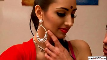 Garota indiana toda linda e gostosa sendo abusada