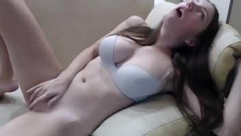 Cam4 com novinha masturbando sua bucetinha ao vivo no cam 4