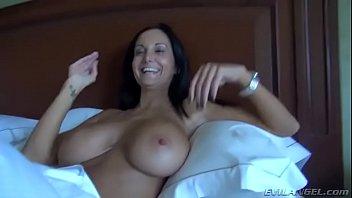 Sexo com a titia dos peitões grandes