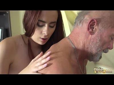 Novinha da pererequinha linda dando para o sogro