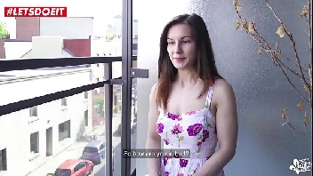 Novinha ficou em sua casa sozinha e deu a sua pepeca todinha
