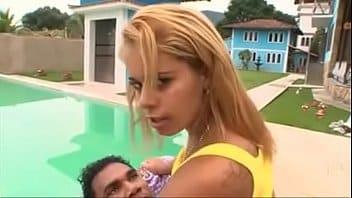 Filme adulto com duas brasileirinhas excitadas no pau do sortudo