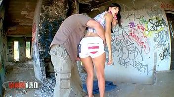 Sexo com a carolzinha da construção abandonada
