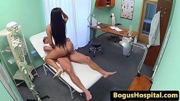 Fake Hospital → Paciente bunduda transando com ginecologista