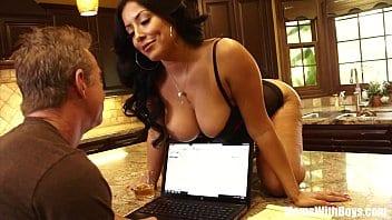 Kiara Mia transando com o chefe