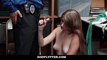 Zvideoa novinha transando com policial