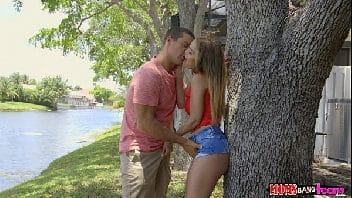 Porno erotico loirona perfeita trepando gostoso junto com a amiga e o dotado