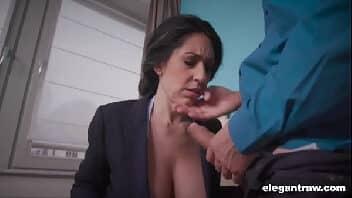 Video sexo hd com essa morena perfeita fazendo sexo anal