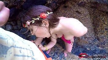Porno publico fodendo safada na praia